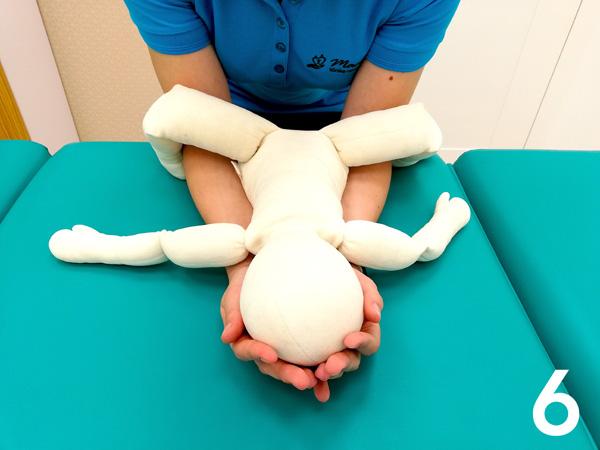 Jak warto podnosić niemowlaka?