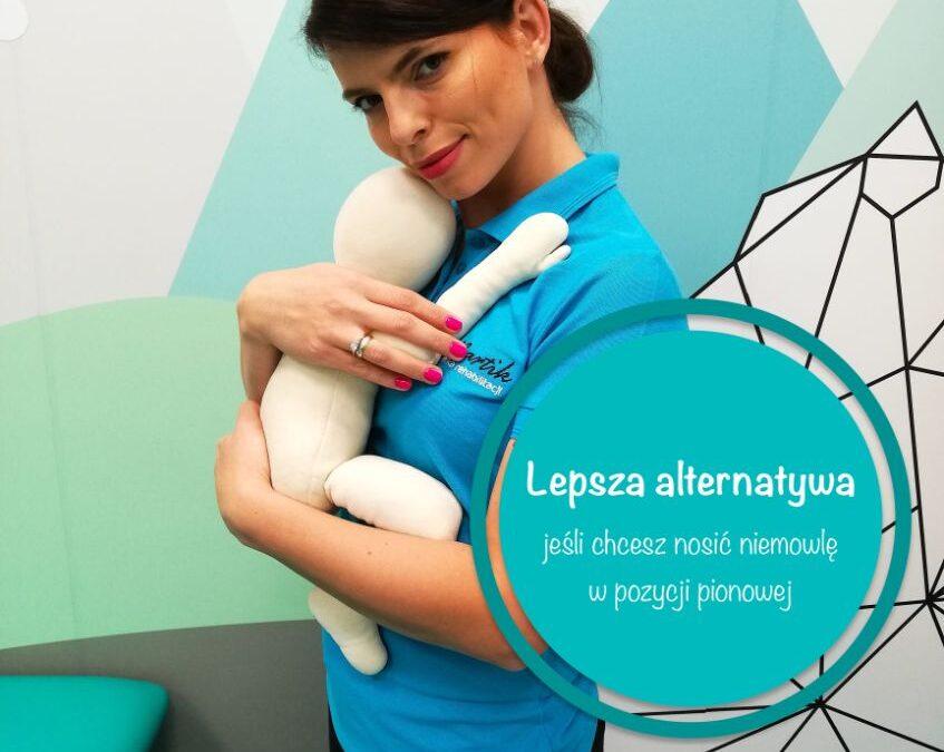 Noszenie niemowlaka w pozycji pionowej – co warto wiedzieć, by nie zaszkodzić dziecku?!